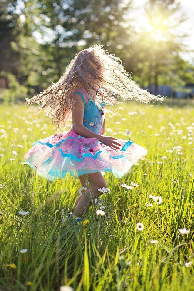 carefree-cheerful-child-459949